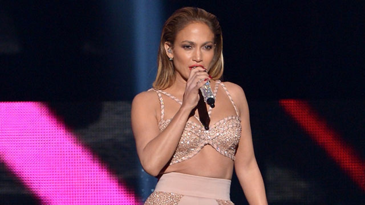 Jennifer Lopez Emotional During Selena Tribute At Billboard Latin