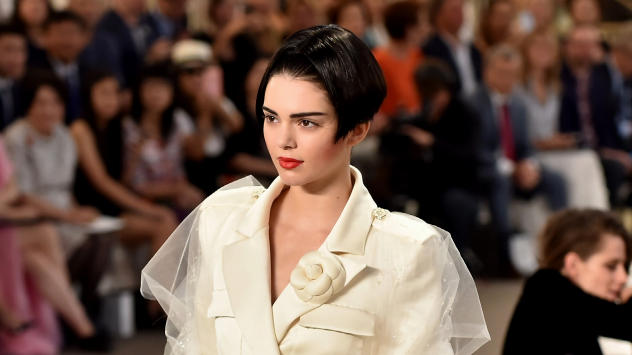 An Unrecognizable Kendall Jenner Steals The Chanel Show At Paris