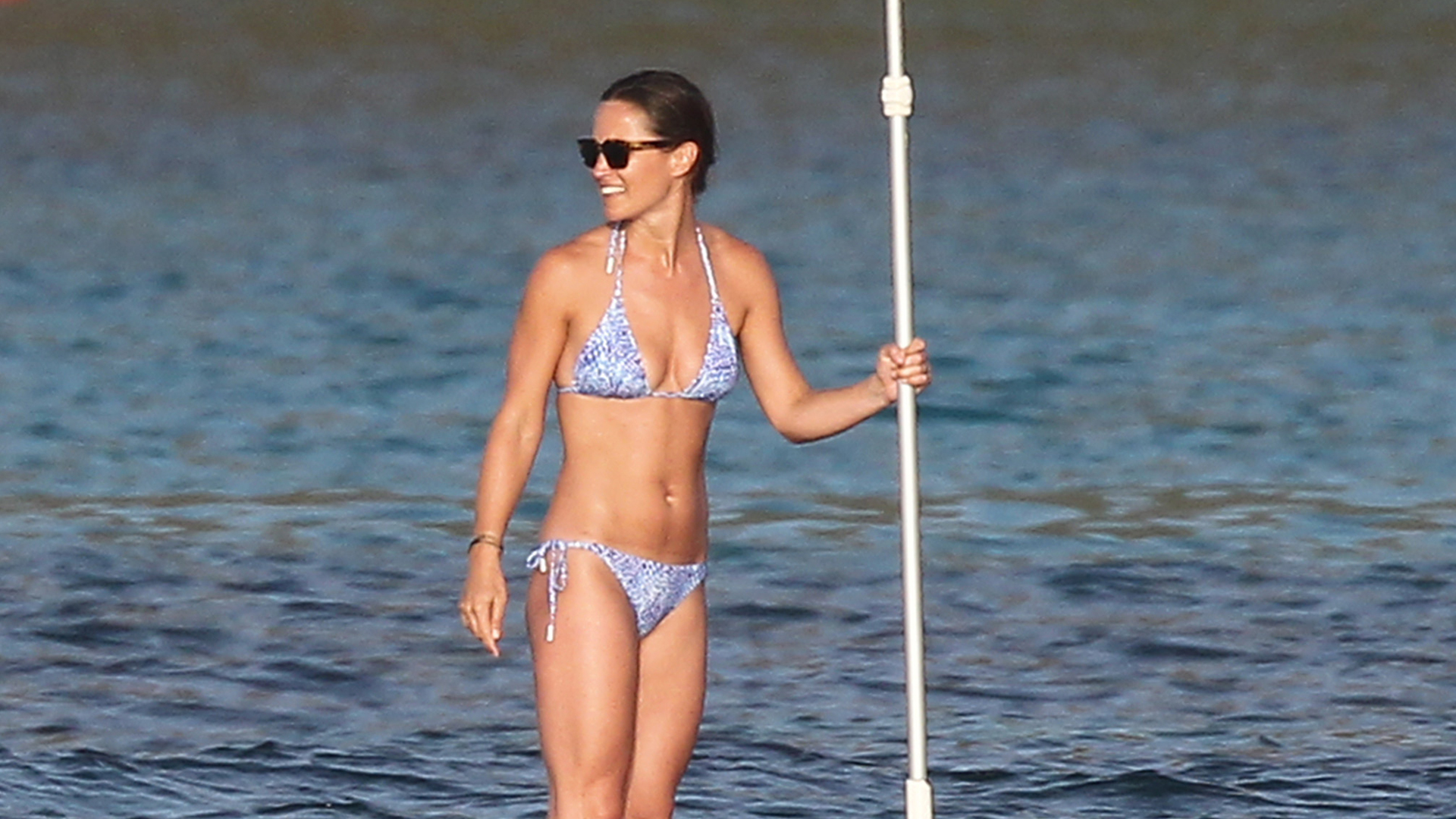 a8372dd4c2 Pippa Middleton Shows Off Her Super Toned Bod While Paddleboarding in St.  Barts