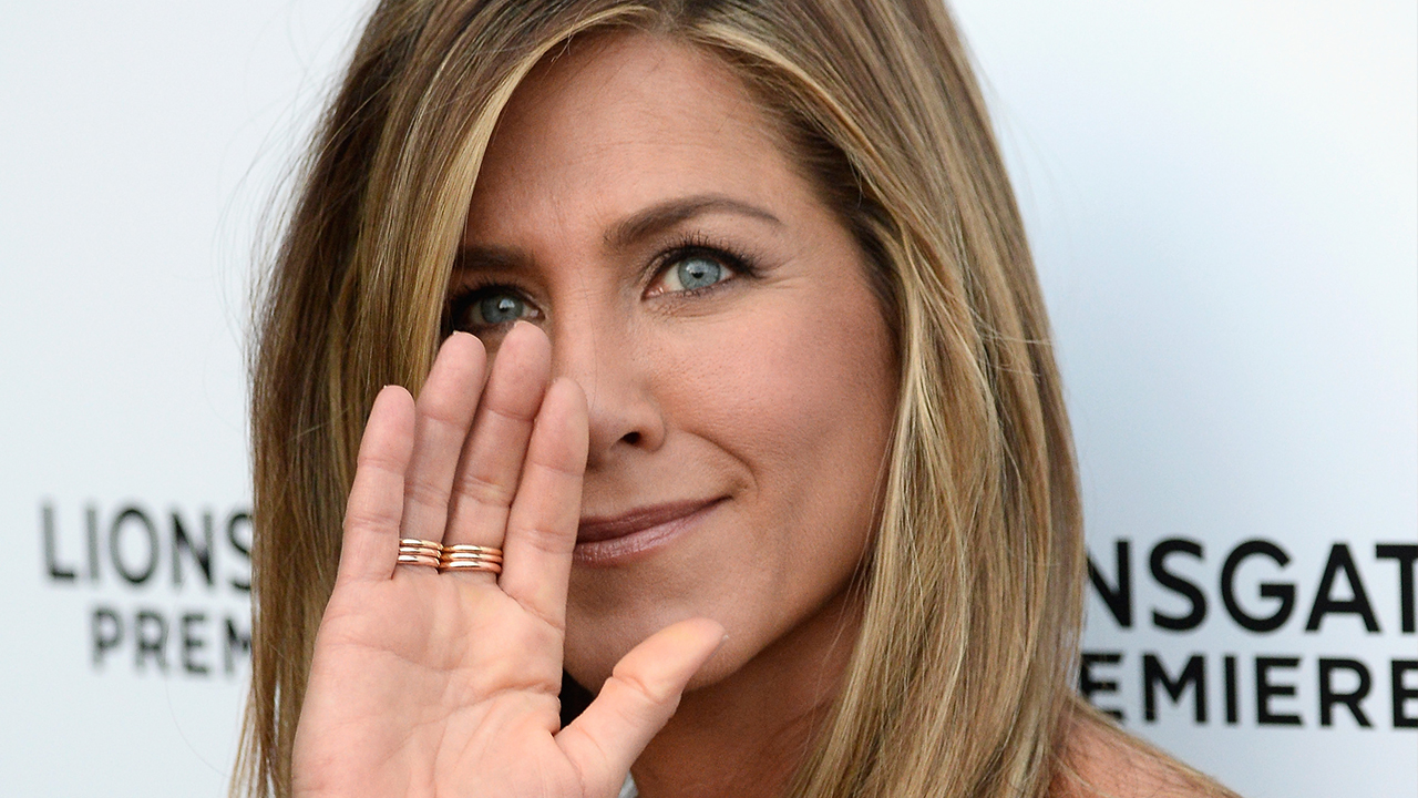 lets all swoon over jennifer anistons wedding ring entertainment tonight - Jennifer Aniston Wedding Ring
