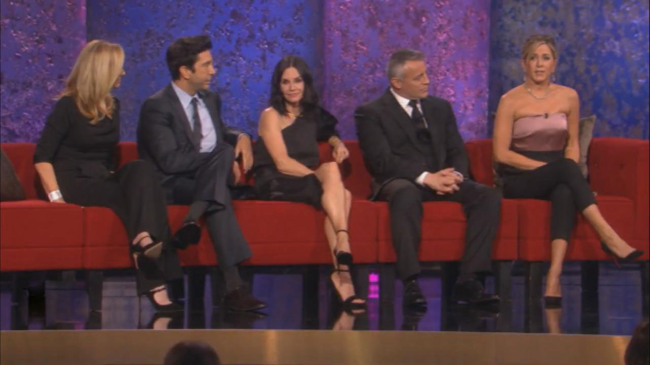Lisa Kudrow and Courteney Cox Play 'Friends' Trivia Game, Completely