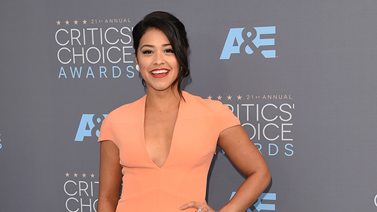 Hulu Gina Rodriguez Pubid Exclusive Opens Up About Empowering Latinos With Her Movementmondays Social Media Campaign