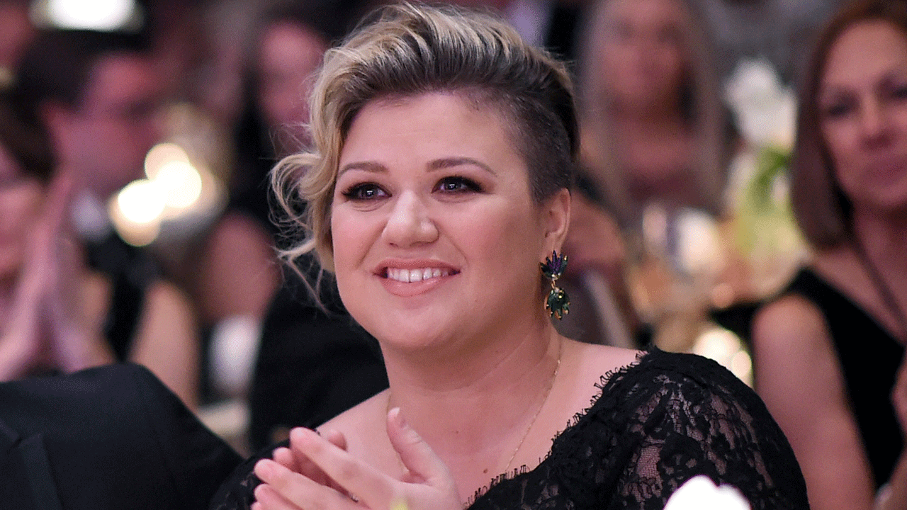 Kelly Clarkson's Children Pose Together for Cute Family
