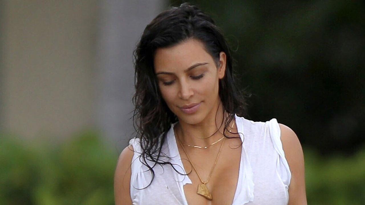 84e1bafe12c Kim Kardashian Flaunts Abs