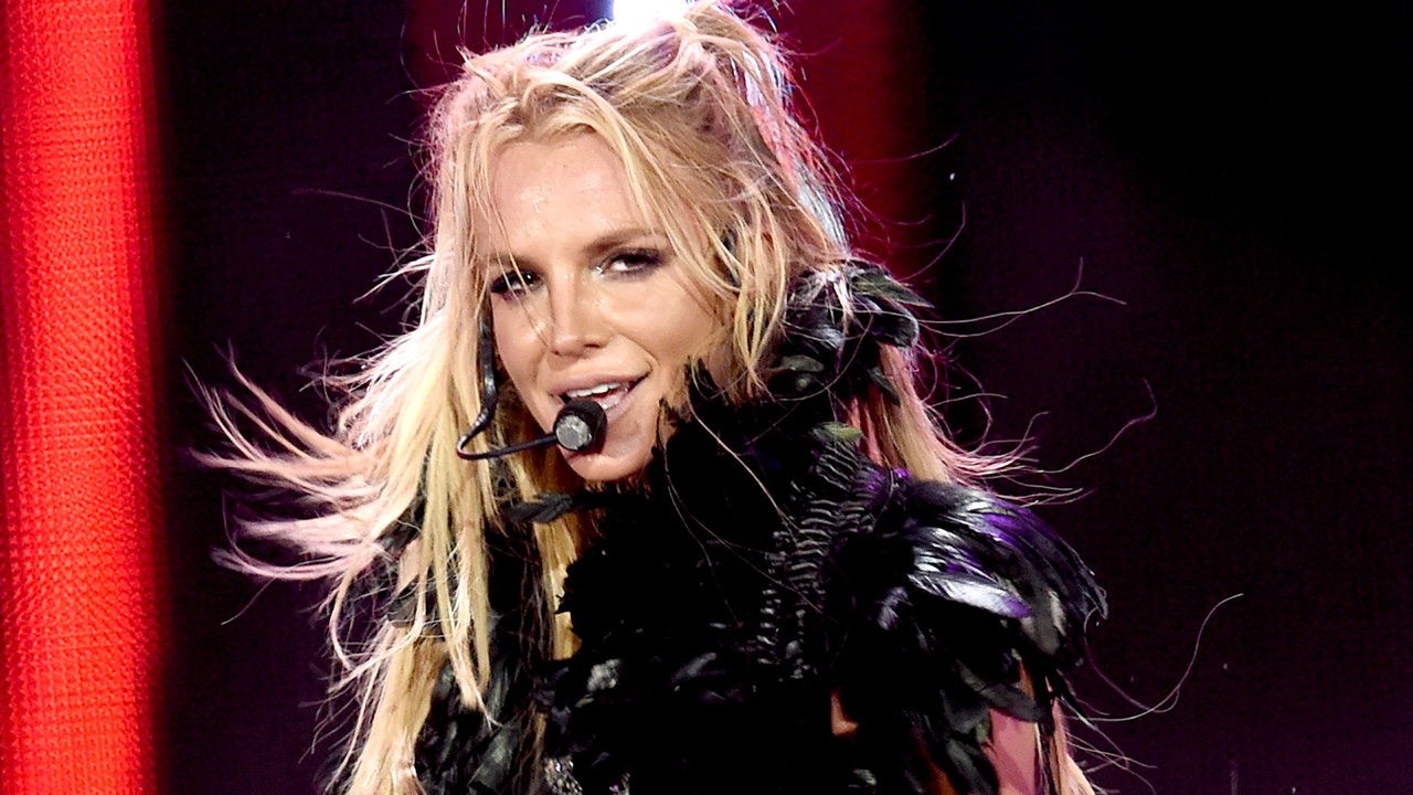 And britney spears wardrobe malfunction