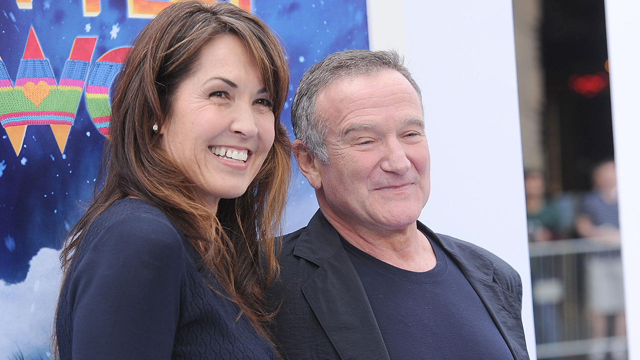 robin williams widow pens emotional essay about late actor s  robin williams widow pens emotional essay about late actor s struggle before suicide entertainment tonight