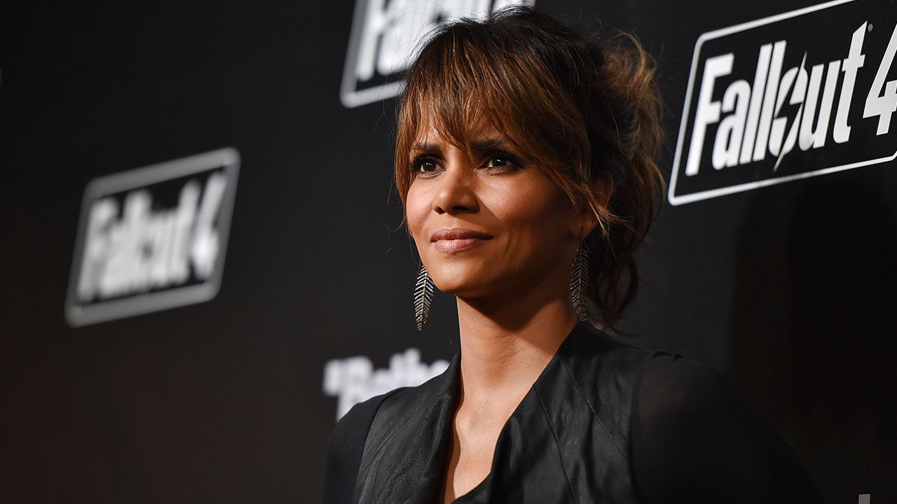 braless Is a cute Halle Berry naked photo 2017