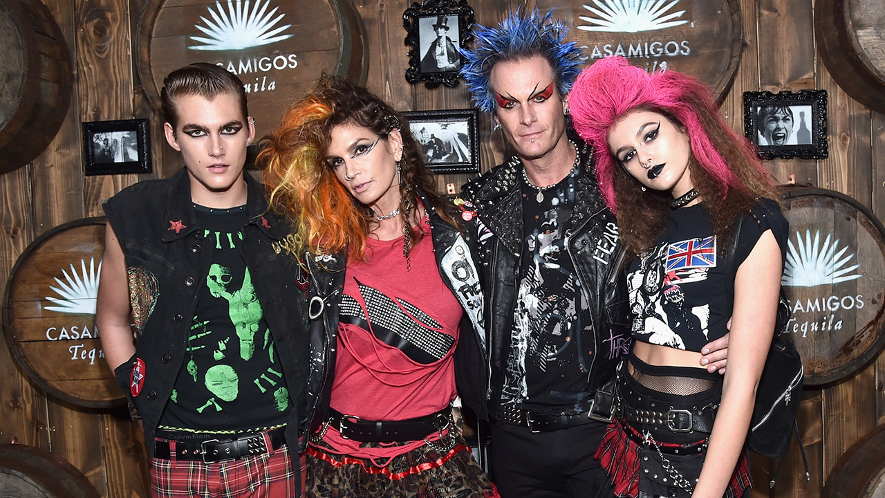bb961d038 Cindy Crawford and Her Famous Family Dress Like Punks For Star-Studded  Halloween Party