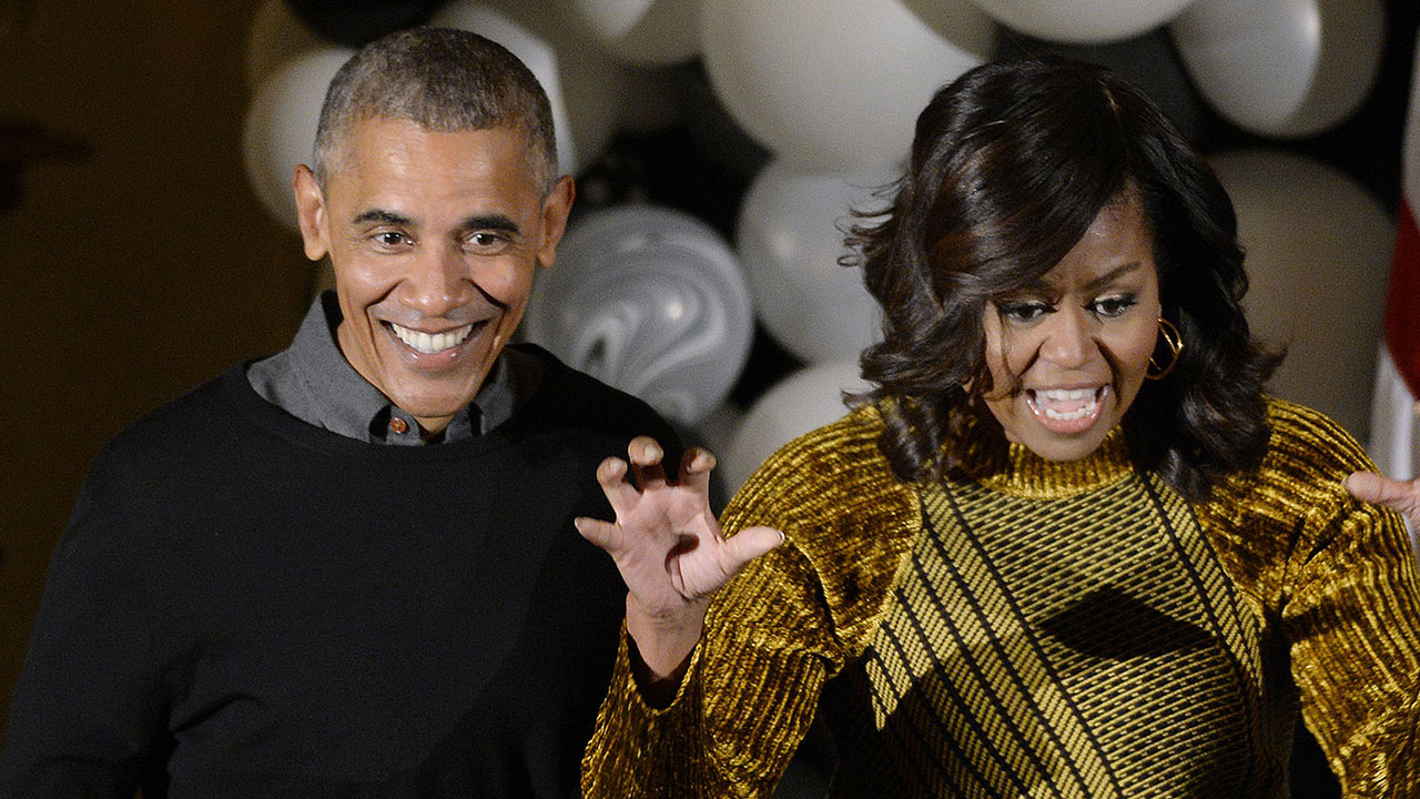 Barack and Michelle Obama Adorably Dance to 'Thriller' at White ...