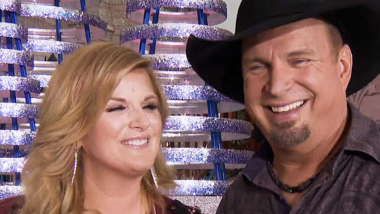 Garth Brooks Christmas Album.Exclusive Garth Brooks And Trisha Yearwood Open Up About Their New