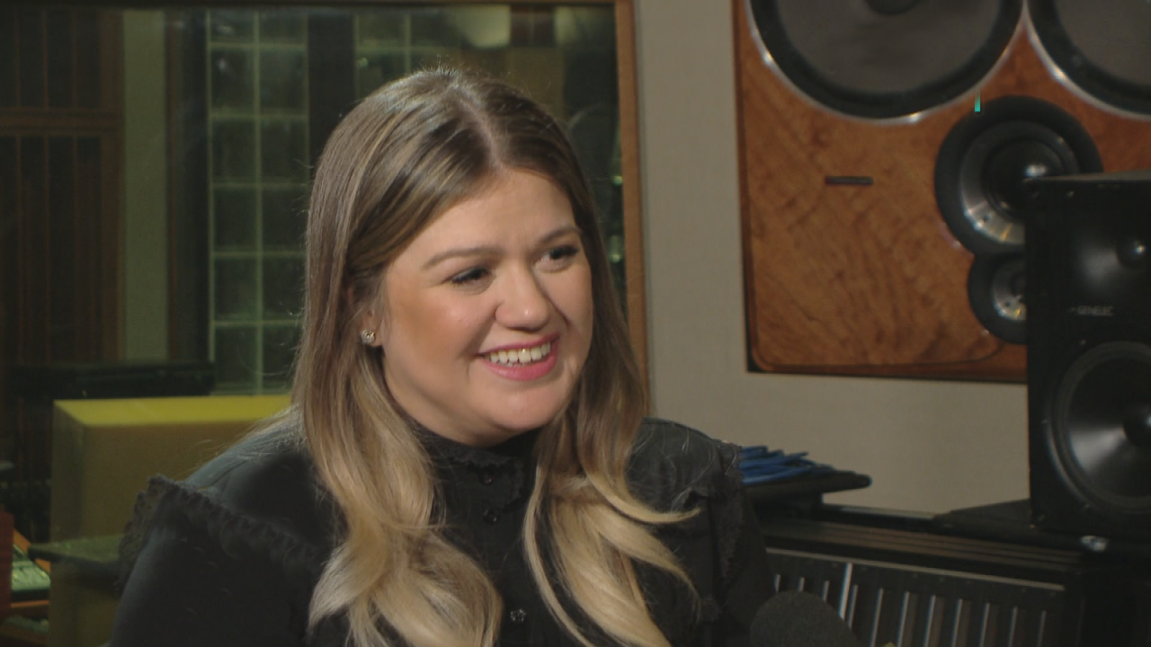 Kelly Clarkson Shares Yet Another Adorable Family Christmas Card ...