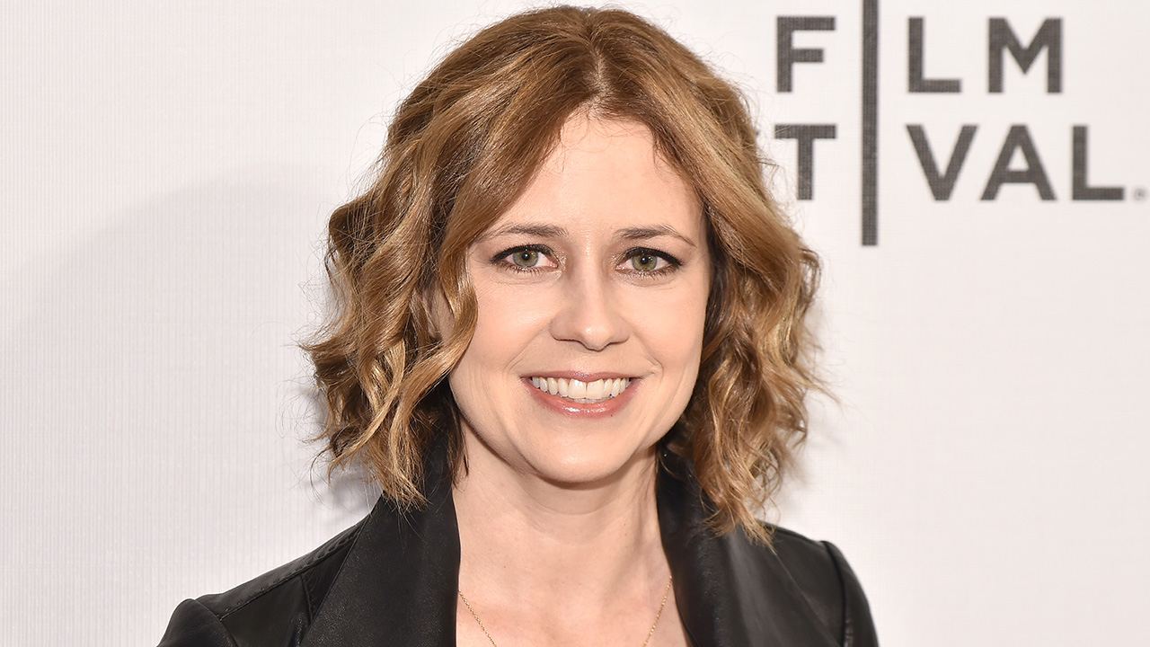 The Office Star Jenna Fischer And Her Character Pam Beesly Are Once Again Welcome To Dine At Chili S Entertainment Tonight