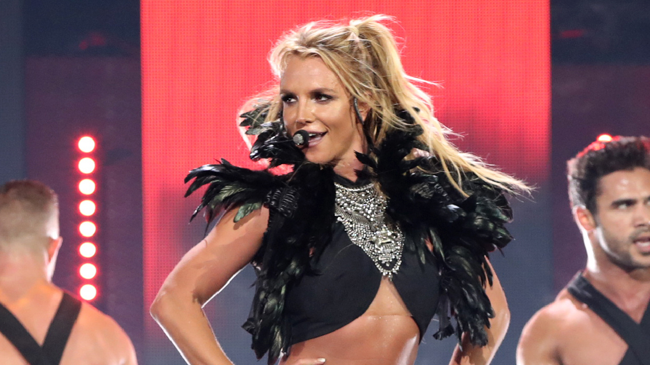 Britney Spears Accidentally Flashes Aunce At Las Vegas Residency Concert Entertainment Tonight