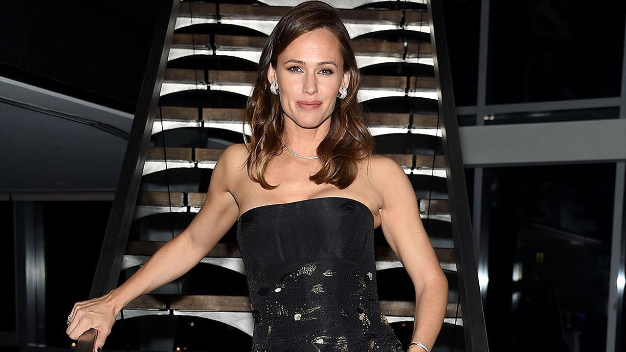 Jennifer Garner Recalls Babysitting Stephen Colbert's