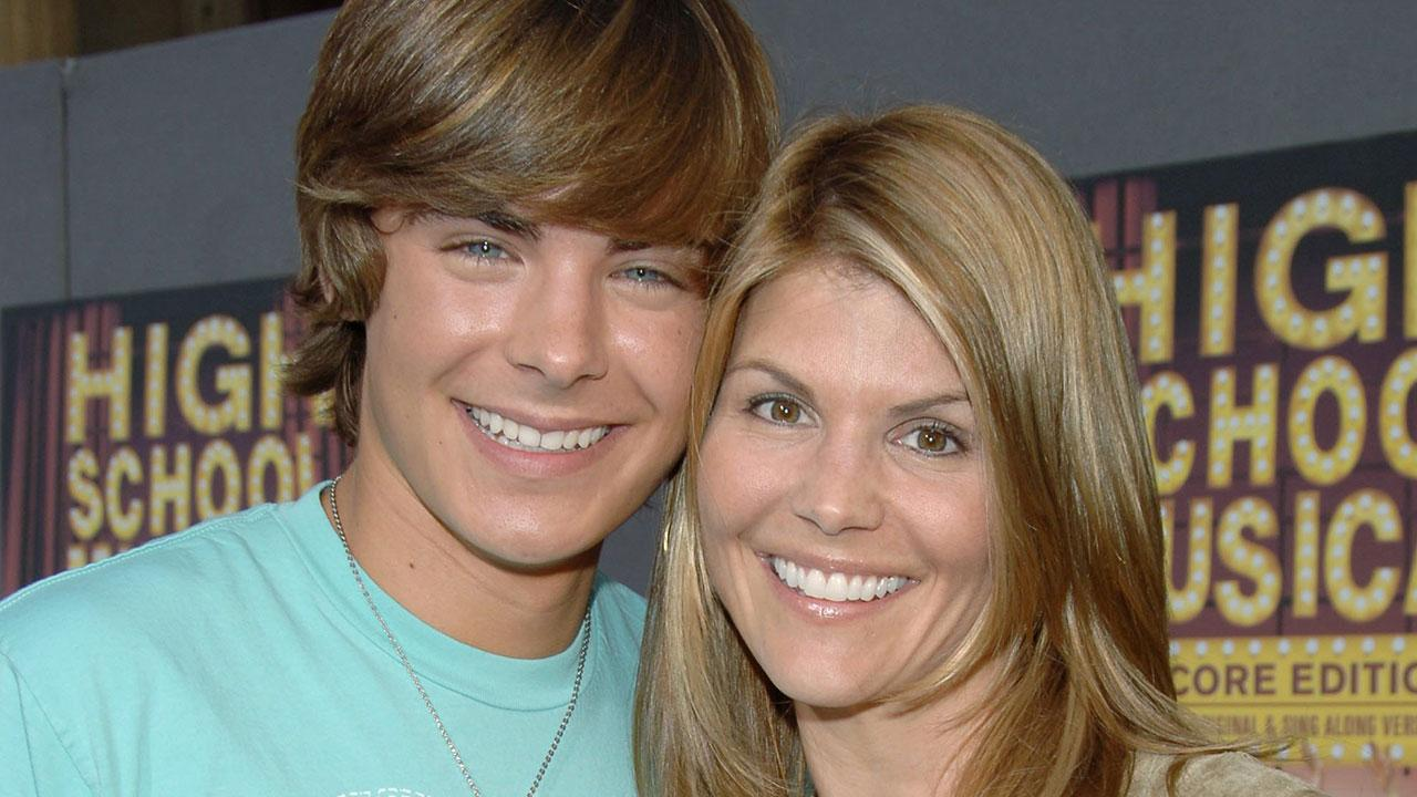 When Calls The Heart Lori Loughlin Teases Romantic Wedding For Jack And Elizabeth Exclusive Entertainment Tonight
