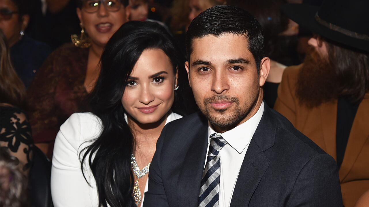 Who is demi lovato dating wdwig