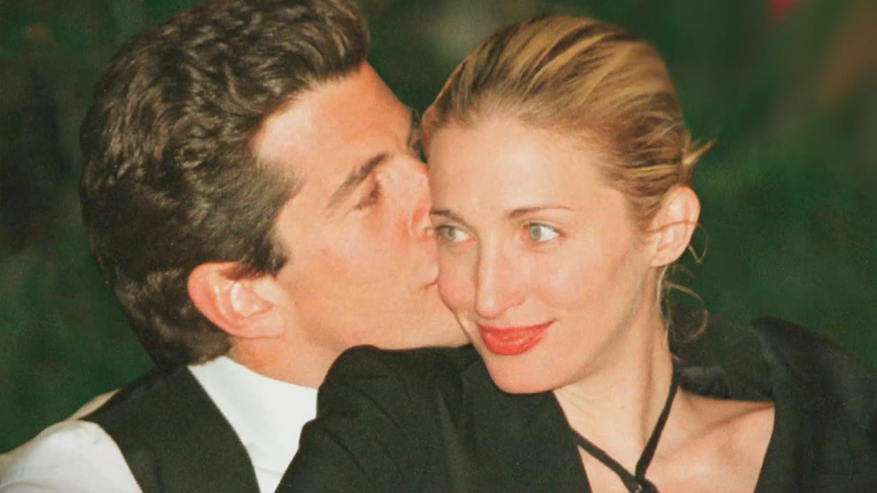 Carolyn Bessette Wedding.Watch Jfk Jr Carolyn Bessette Share Sweet Wedding Dance Kiss In