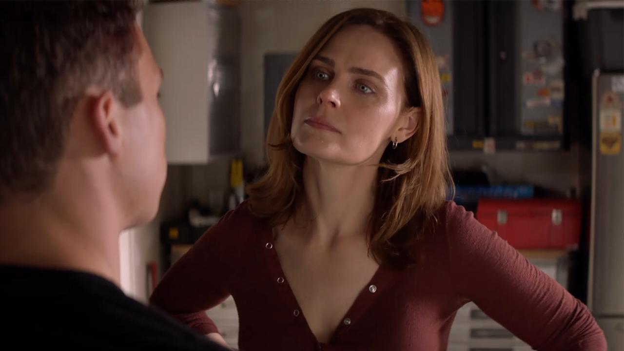 Emily Deschanel Gives J A Piece Of Her Mind In Tense Animal Kingdom