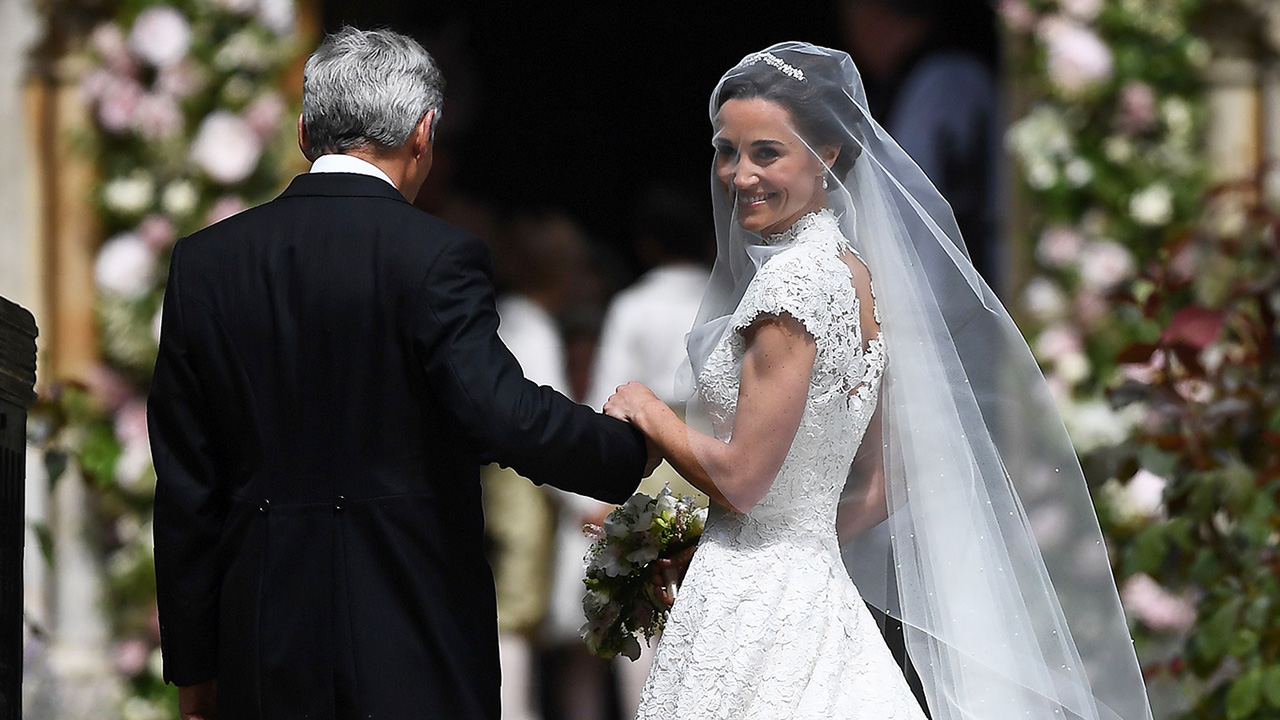 Pippa middleton marries james matthews see her stunning for Knock off kate middleton wedding dress
