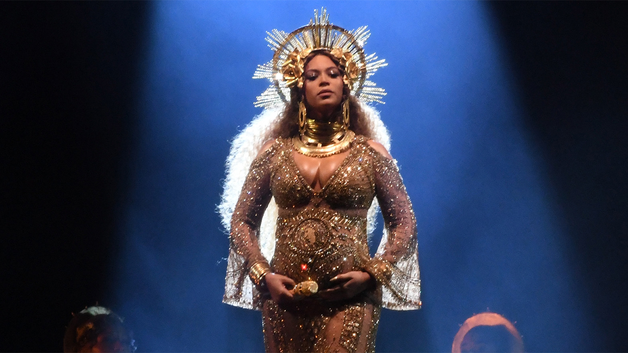 Beyonce Grammys: Beyoncé's GRAMMYs 2017 Performance Features Blue Ivy, Her