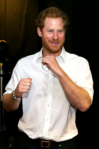 The handsome royal threw up his dukes during a visit to the Double Jab Boxing Club in support of Sport for Social Development initiatives on June 6 in London. Photo: Getty Images