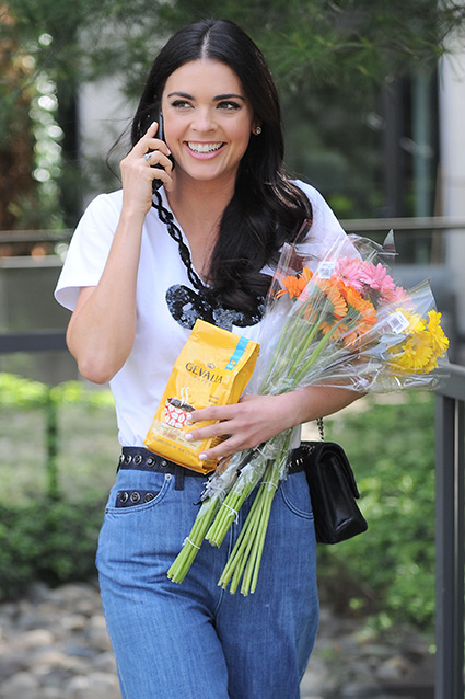 The Kitchen co-host was all smiles while chatting on the phone and running errands in New York City, which included grabbing Gevalia coffee and flowers. Photo: Michael Simon