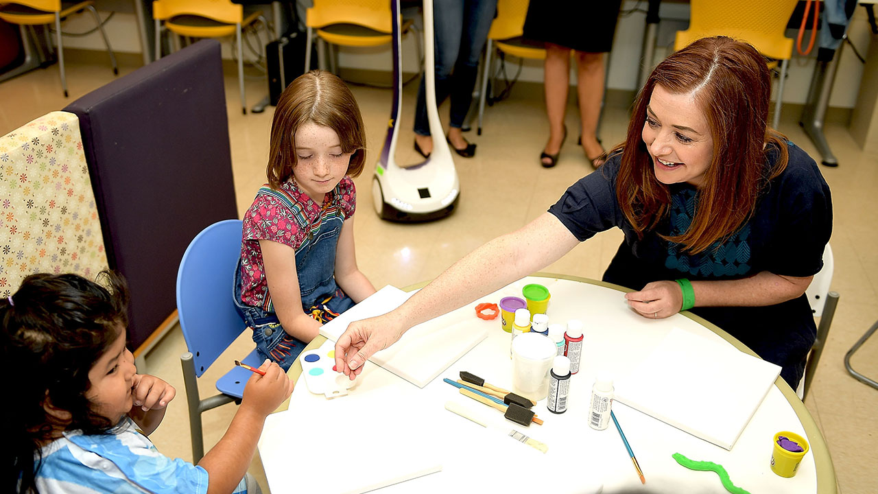 The How I Met Your Mother alum brought her daughter, Satyana, along to LAC+USC Medical Center in Los Angeles on July 17. With the help of the Starlight Children's Foundation, the mother-daughter duo got their paint on and helped brighten the day for sick kids at the center.