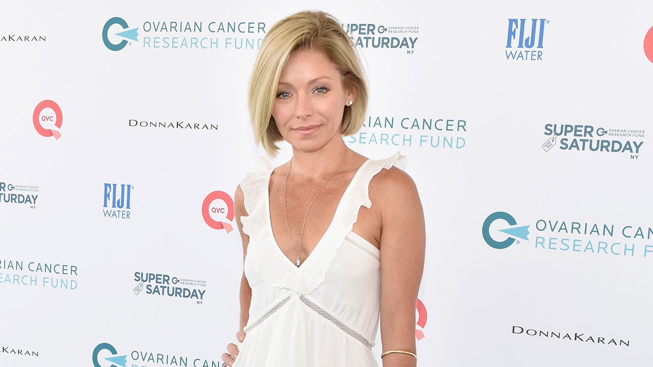 kelly ripa claims stephen colbert got her in trouble at