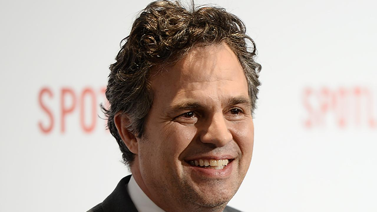 Mark Ruffalo Loses Wallet and Phone, but Two Adorable Girls Come to His Rescue!