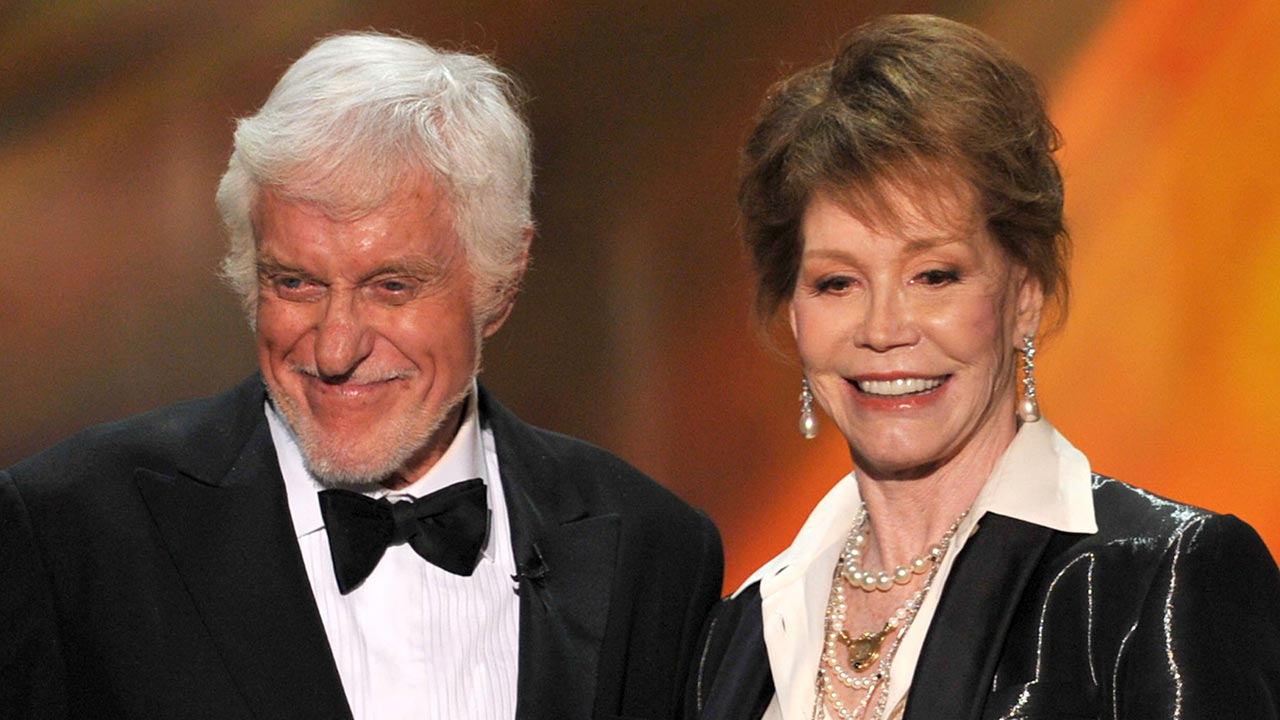 Dick Van Dyke Mourns Mary Tyler Moore S Death There Are
