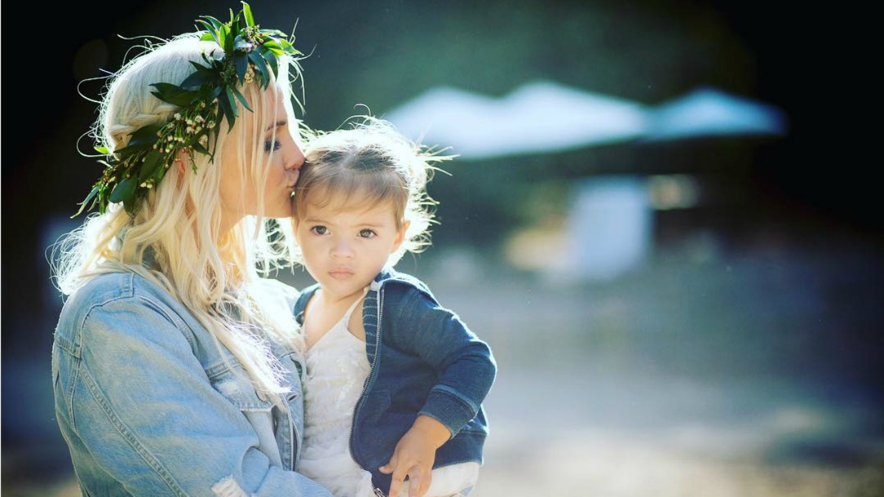 Ashlee Simpson And Daughter Jagger Share Sweet Embrace In