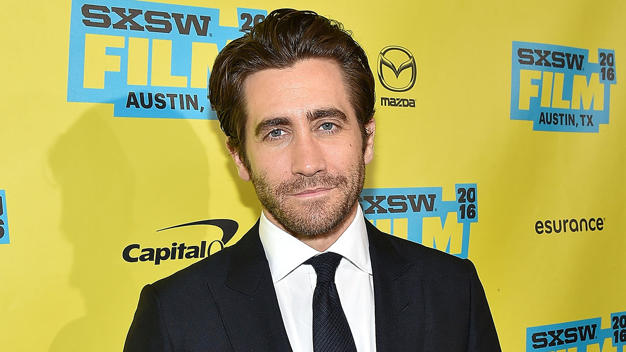Jake Gyllenhaal Surprises Rehab Patients at a Boston Hospital